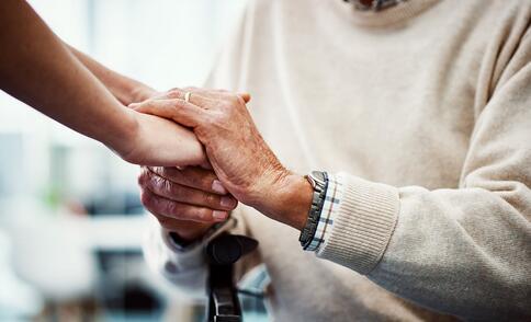中国老人为什么住不上优质养老院,如何让更多老人拥有体面的晚年