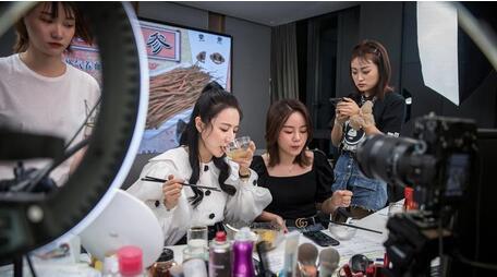 美妆代运营商,活得还好吗?国际品牌合作风险成困局,新电商发展冲击