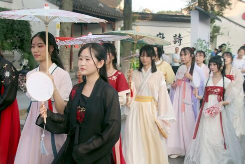 """汉服的""""进击"""",汉服文化的传播任重而道远,服饰文化的核心是精神文化"""
