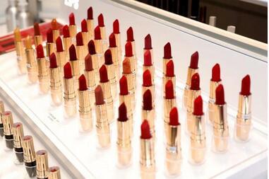 一盘眼影里藏着的美妆黑科技,共建美妆研发生态走进美妆国货的黄金时代