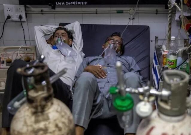 张文宏谈印度疫情:接种疫苗也来不及,后面还有更大爆发