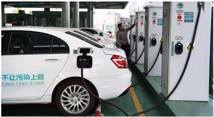 """智能充電網讓新能源汽車""""加速跑"""",電動汽車充電面臨三方面問題分析"""