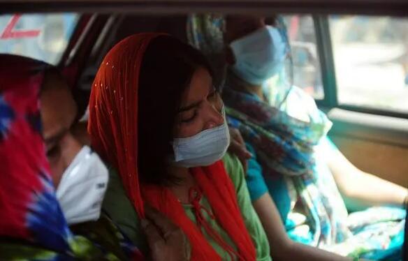 印度疫情为何突然失控?专家提出与印度双突变变种B.1.617有关