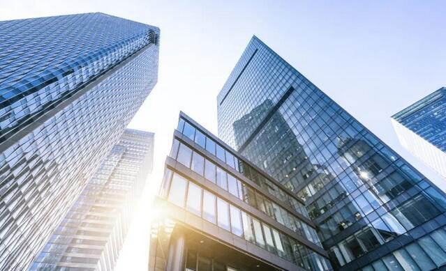 """上海写字楼市场回暖迎""""小高峰"""",商业地产投资情绪依然脆弱"""