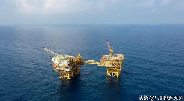 我国首个海上智能气田群建成,海上油气生产迈向智能化和 数字化