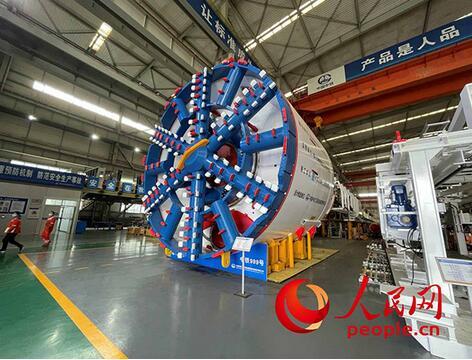 """探寻""""国之重器""""科技创新背后的中国品牌力量,中铁工程、中国长城、振华重工给你答案"""