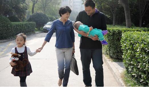 人口进入负增长,生育率从6到1.3,中国经历了什么?