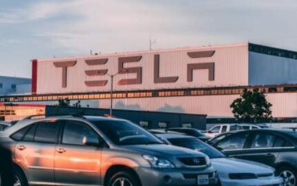 特斯拉2021年4月销量下降近万辆,手机市场故事或在纯电市场重演