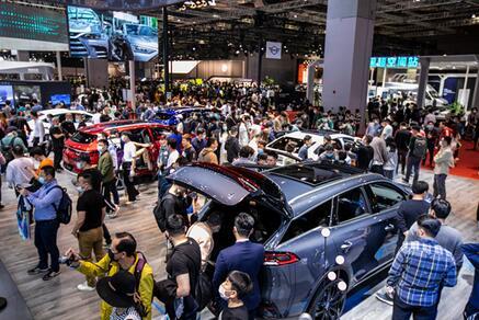 """汽车企业正在发掘""""青年群体""""这座富矿,""""出圈""""与""""出新"""",让营销越来越""""炫"""""""
