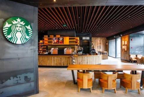 """中国人手中的咖啡正在""""内卷化"""",国外的街头饮品不必成为国内的奢侈品"""