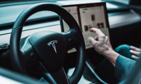 """特斯拉新增""""提车考试""""80分以上再提车?官方回应:不强制,车主自愿参与测试"""