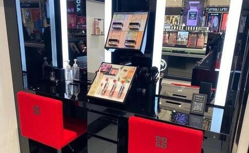 小红书、完美日记等美妆电商纷纷布局线下体验店,打造深度互动的新场景