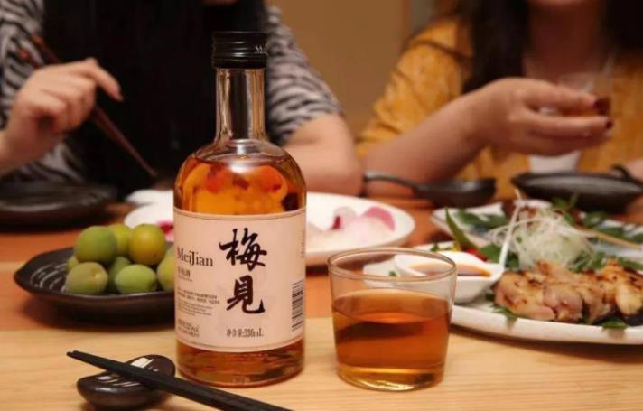 中国女性喝出1000亿新风口,未来女性低度酒饮市场潜力巨大