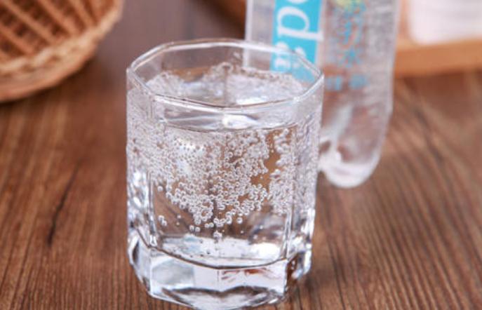 苏打水有什么作用?苏打水的作用及喝苏打水的注意事项