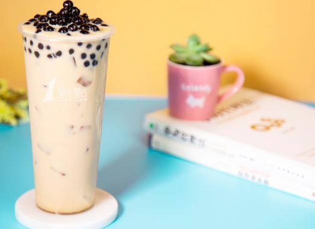 进门一股奶臭味!夏天茶饮店究竟怎么防食安风险?