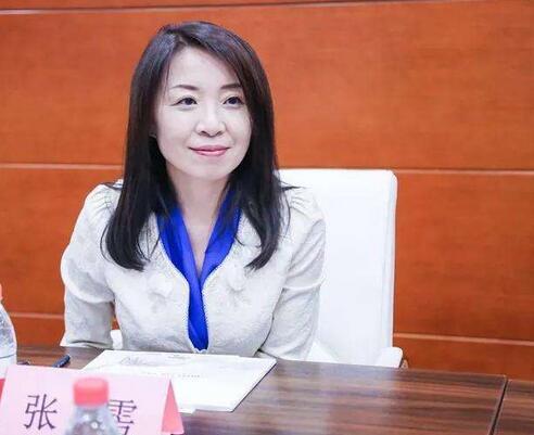 刘强东的女助理张雱名下的企业达427家,担任法人的有195家...