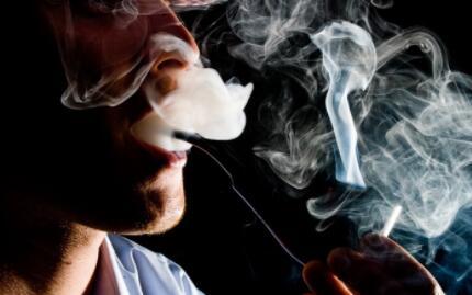 拨开校园周围的电子烟迷雾,电子烟商贩们想的只是挣钱