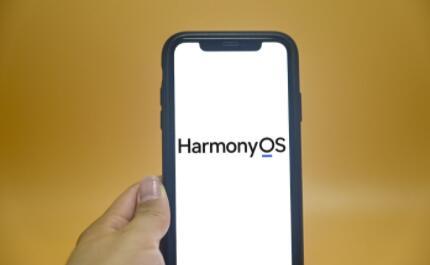 华为推出HarmonyOS 卡片游戏,强入口带来的流量或将成为最大商机