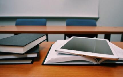 在线教育行业哀鸿遍野,百亿市场蒸发,文娱平台怎么看