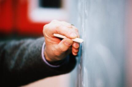 教培行业从业者出路在哪?考编、民办学校、家教、继续深造或转行
