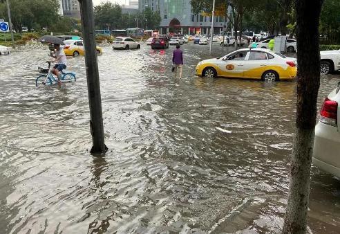 辽宁多地现强降雨2万余人转移避险,防汛形势十分严峻