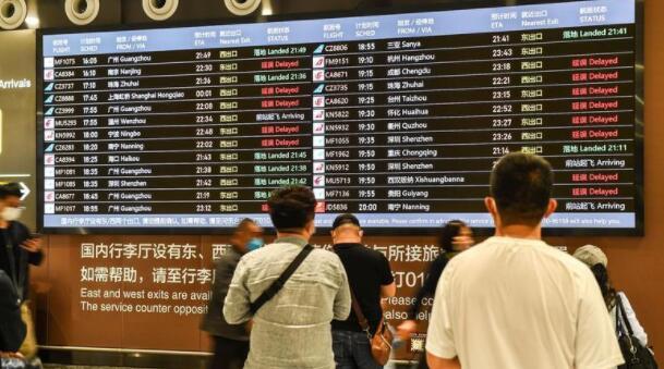 发生航班延误或取消时,航空公司该如何处理