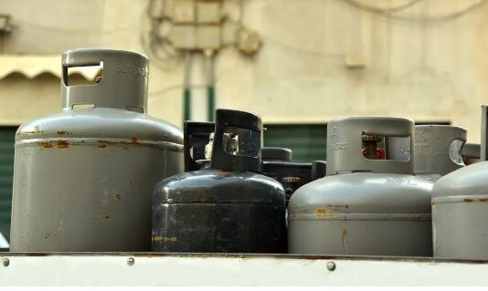 """瓶装液化气监管:多头监管却又监管不严,""""九龙治水"""" 效果打折"""