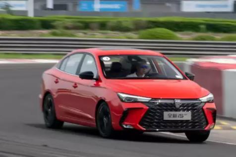 试驾上汽荣威i5 GT:畅快动力感受,高性价运动家轿