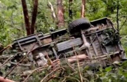 安徽太湖县一车辆坠崖,12人遇难,事故原因正在进一步调查中