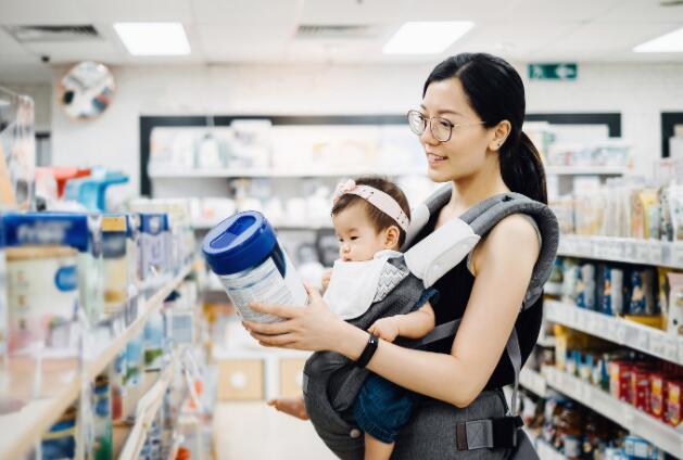 配方奶粉可以完全替代母乳?揭露奶粉企业的虚假宣传套路