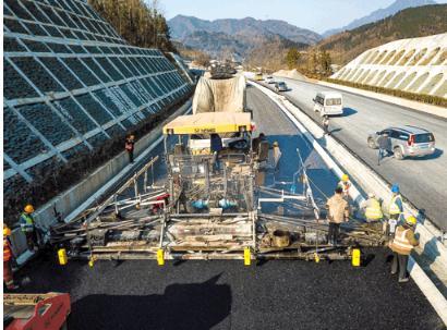 传统的沥青混凝土摊铺技术VS智能摊铺控制技术