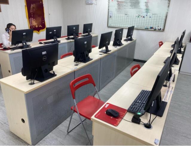 上海楼市调查:多数学区房价格回落,有房源挂牌价下调近300万元