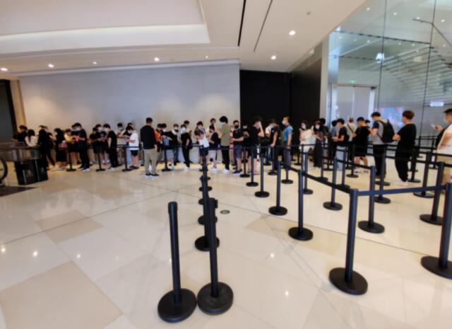 海南的免税iPhone 13值得购买吗?网友:来回车费都抵不过,最大差价仅为389元