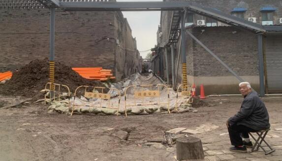 山西平遥古城暴雨后现状:民居屋顶漏雨,墙体垮塌随处可见