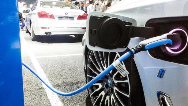 新能源汽车迎来质变时刻,四个方面推动新能源车企做大做强