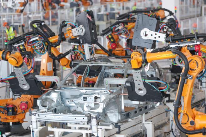 """世界最先进""""黑科技"""",2545台机器人上阵,1分钟能造1台车"""