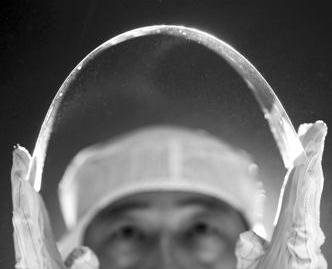 薄如纸片的玻璃怎么制造出来的?