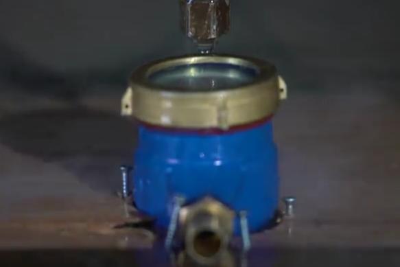 水表内部什么样? 拿水切开看一看