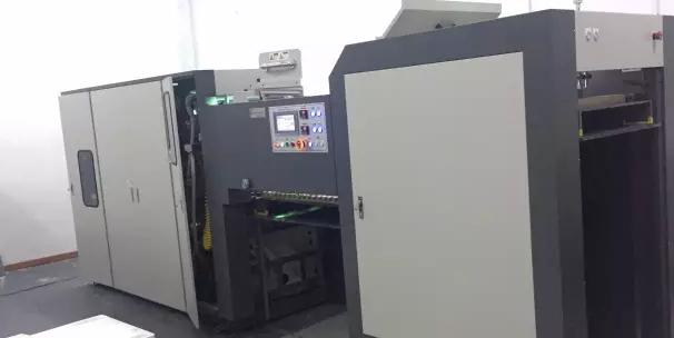 中国首台大幅面双面数码涂布上光机 小森中国图像技术中心锦上添花