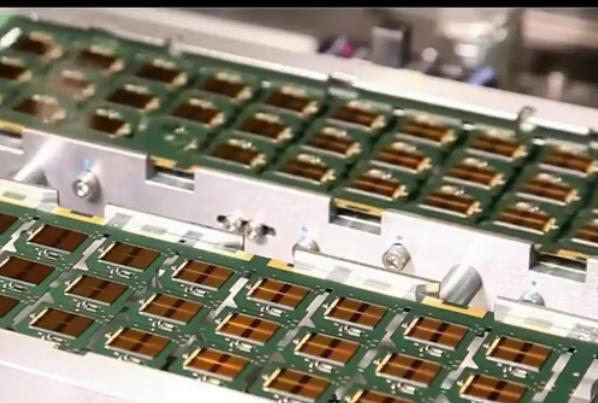 终于拿下芯片制造最难啃的骨头:国产光刻机获重大突破,还拥世界独有技术