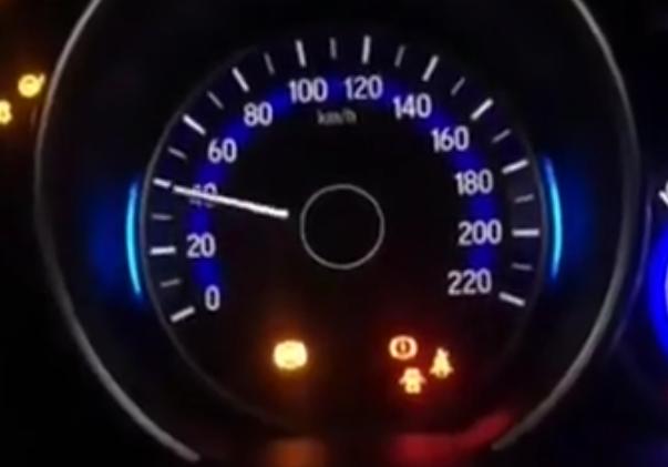 汽车转速表除了看发动机转速, 还有一个重要作用, 很多人从没用过