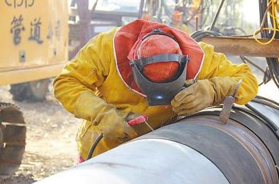中国石油天然气管道局成功研制出大口径电动坡口机