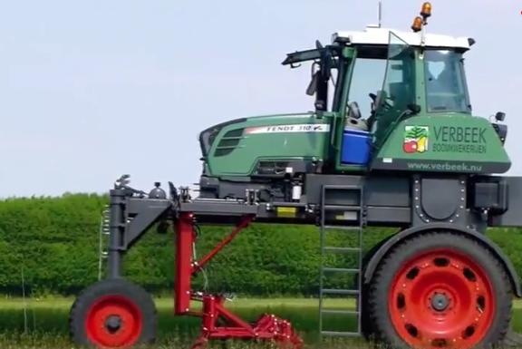 德国又出神器:大长腿自动拔草,效率提高百倍