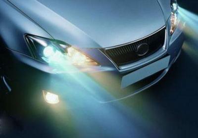 原车自带卤素灯太暗 到底换LED灯还是氙气灯?