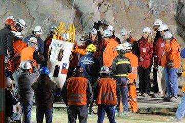 老梁: 智利33名工人在矿难矿井被困17天自救存活