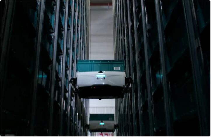 """让仓储机器人""""爬货架"""",「Exotec」想打造全自动化仓储系统"""