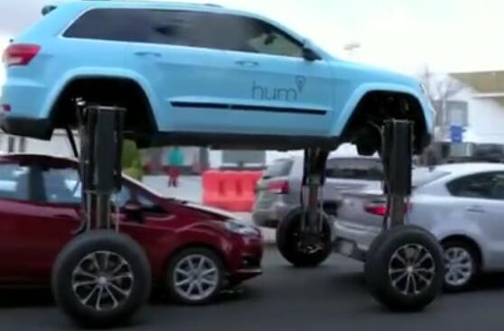 全球唯一的变形汽车, 堵车时四轮踩高跷飞过路面