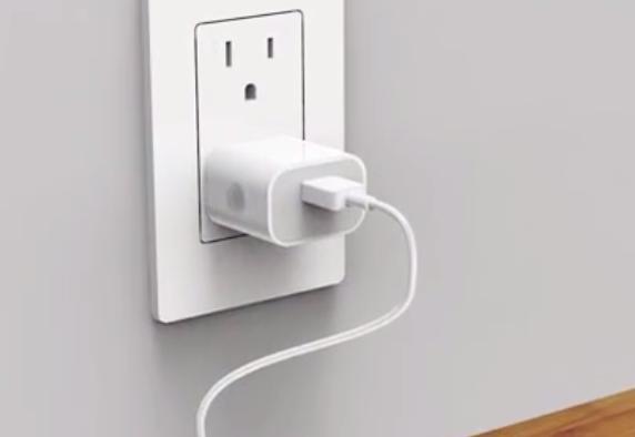 充电器的插头, 能不能一直留在插座上? 这样安全吗?