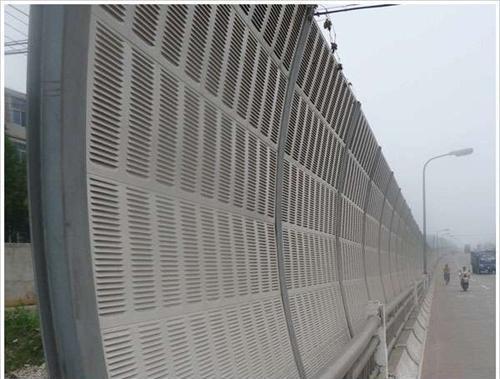 南京扬子江大道金陵湾段加装隔音屏