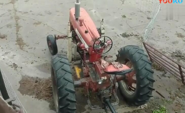 非洲人把拖拉机改装成大型抽水泵, 一小时能抽九十吨水发现亏了